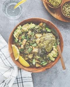 recept veganistische bowl met quinoa broccoli en pesto