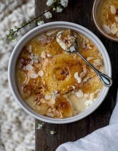 Crème brûlée végétalienne à l'ananas caramélisé