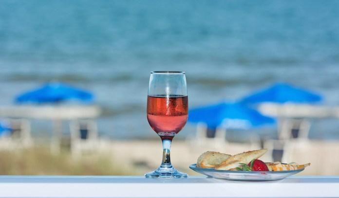 beach-wine-1317311-1278x813