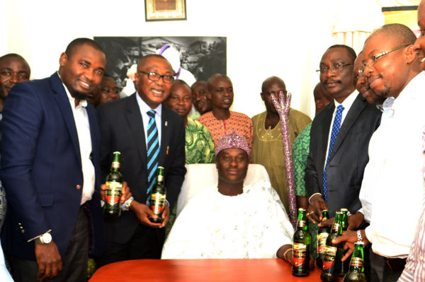 Goldberg_Lager_team_visits_the_Ooni's_palace