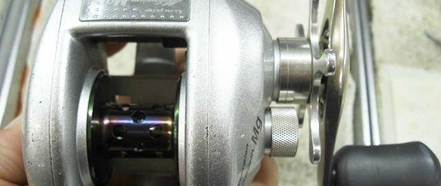 シマノ 00 銀メタニウム 右写真