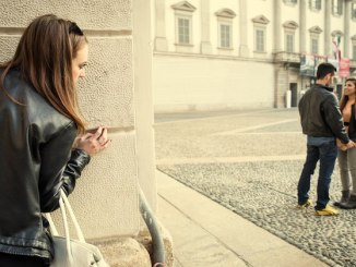 8 Signs To Know That Your Boyfriend Likes Your Friend