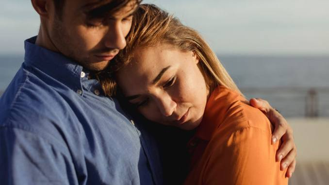 8 Signs You are In A Fake Relationship With Someone
