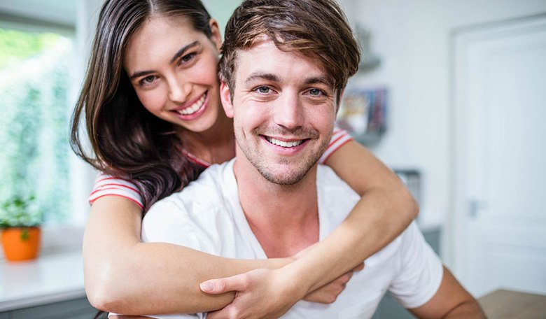8 Early Relationship Signs Women Need To Know to Avoid Heart Break