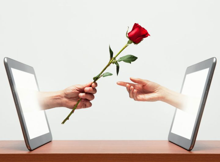 How to recognize If an online guy Is interested in You!