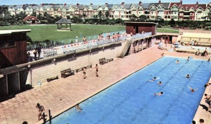 Egerton Park swimming pool c1975