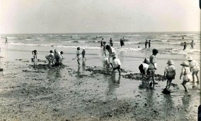 BBE-014 - The Sands, Bexhill beach 1925