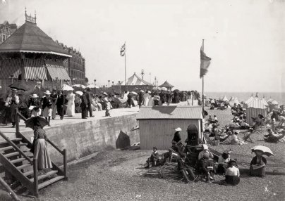BBE-018 - De La Warr Parade and beach, Bexhill c1900