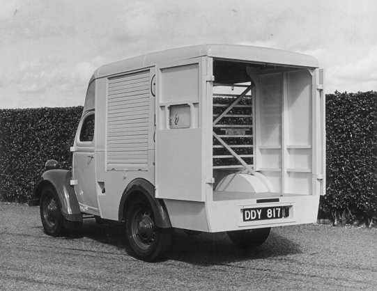 HO-041 - Large van interior from rear Reg. No. DDY 817