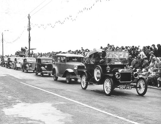 HO-045 - Ford Model T - Hastings Carnival seafront 1950s