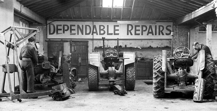 HO-056 - Fordson tractor repair and maintenance workshop