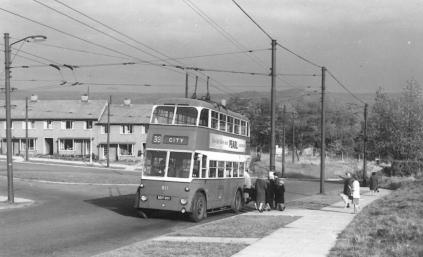811 BDY801 service 33 to city centre @ Eccleshill Bank 16-10-1963