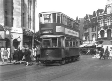 137 route 58 to Blackwall Tnl @ Lewisham Junc stn, post-war