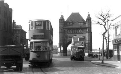 159 route 58 to Victoria @ Blackwall Tnl with RT bus, post-war