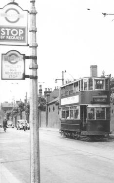 175 E3 class serv 40 to Plumstead with tram stop sign