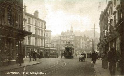 Albert Memorial from Robertson St, 2 trams passing pc 27-9-1909