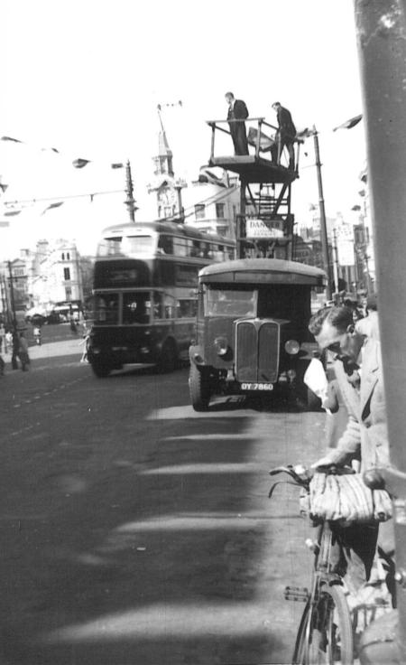 Tower wagon DY7860 & trolleybus @ Memorial