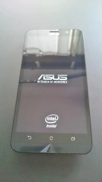 Intelマークが表示される