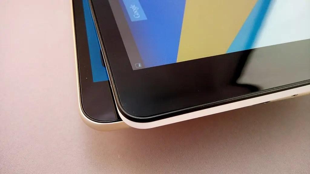 表面の仕上がり 上:Teclast X89 Kindow Reader、下:Mi Pad2