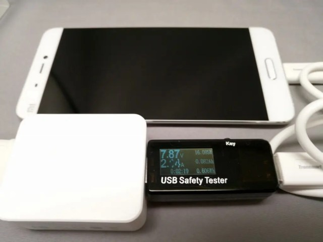 Quick Charge3.0対応のMi5を充電 約7.87V/2.04A=16.085W 出てる