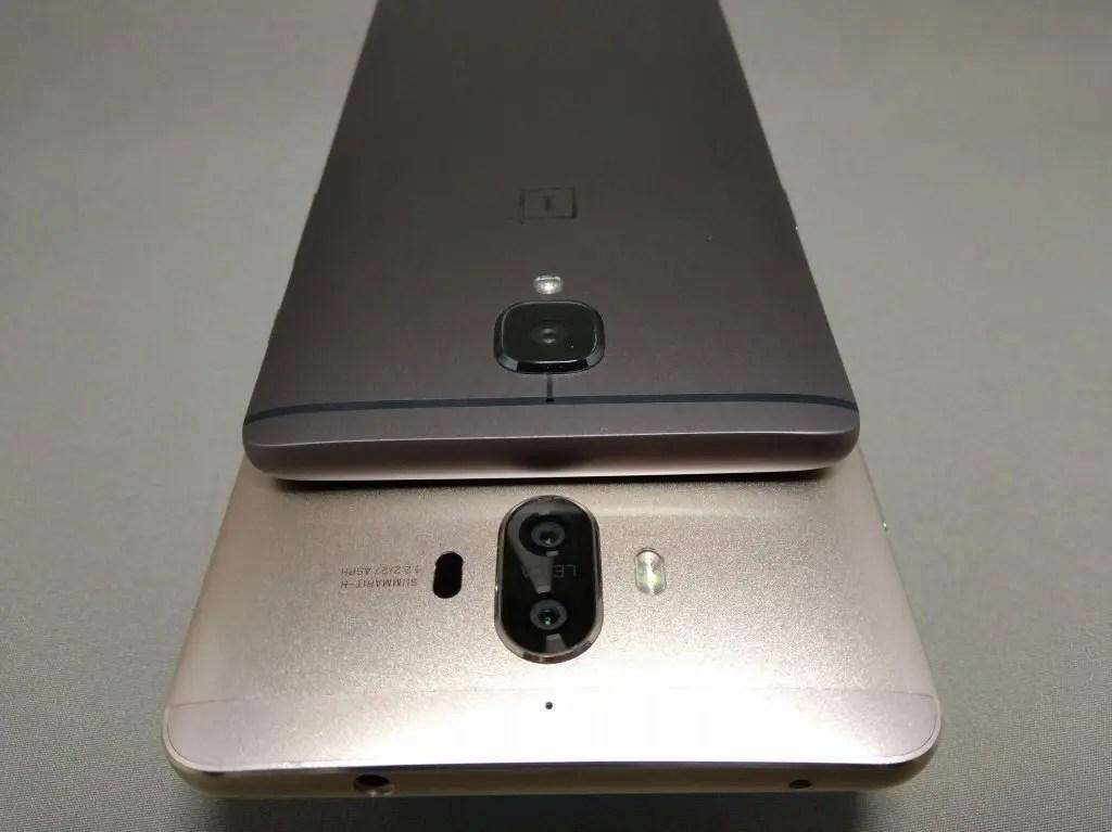 OnePlus 3TとHuawei Mate9を並べて撮影 裏面 カメラ部分 上