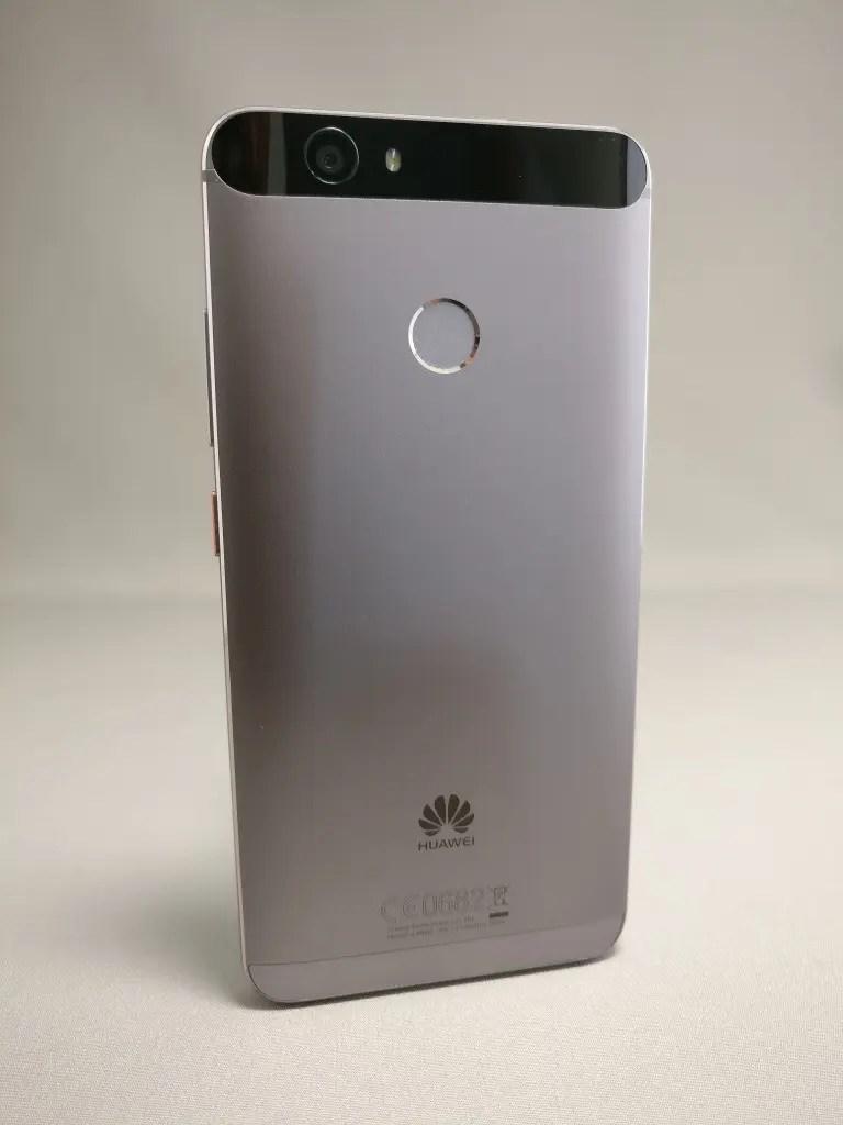 Huawei Nova 裏 9