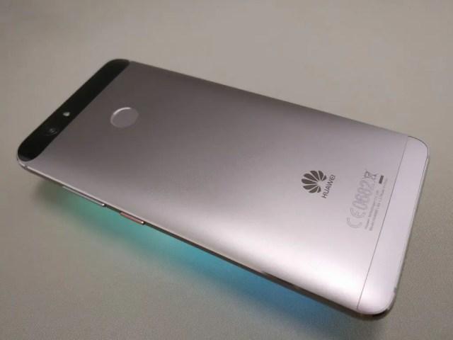 Huawei Nova 裏 ななめ