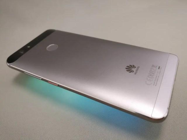 Huawei Nova 裏 ななめ 上