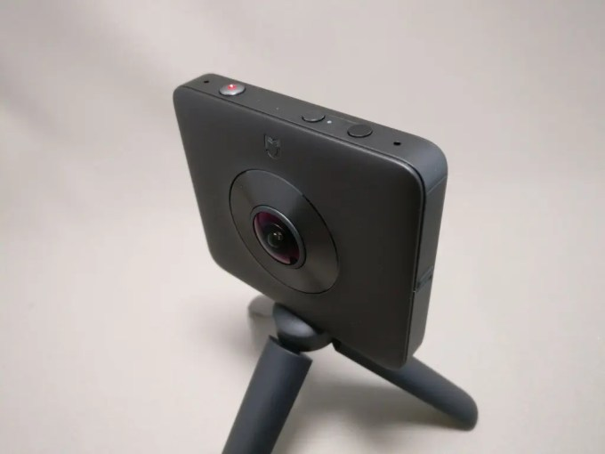 Xiaomi mijia 3.5K Panorama Action Camera スタンド斜め上左