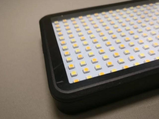 Andoer LEDビデオライト 表面