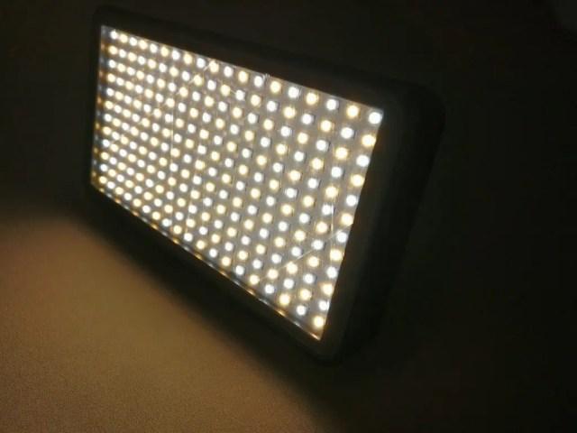 Andoer LEDビデオライト 両方点灯