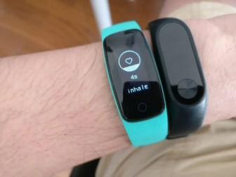 Makibes ID107 Plus スマートブレスレット Mi Band 2と比較 腹式呼吸