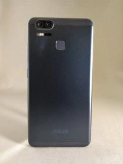 ASUS Zenfone Zoom S 裏面1