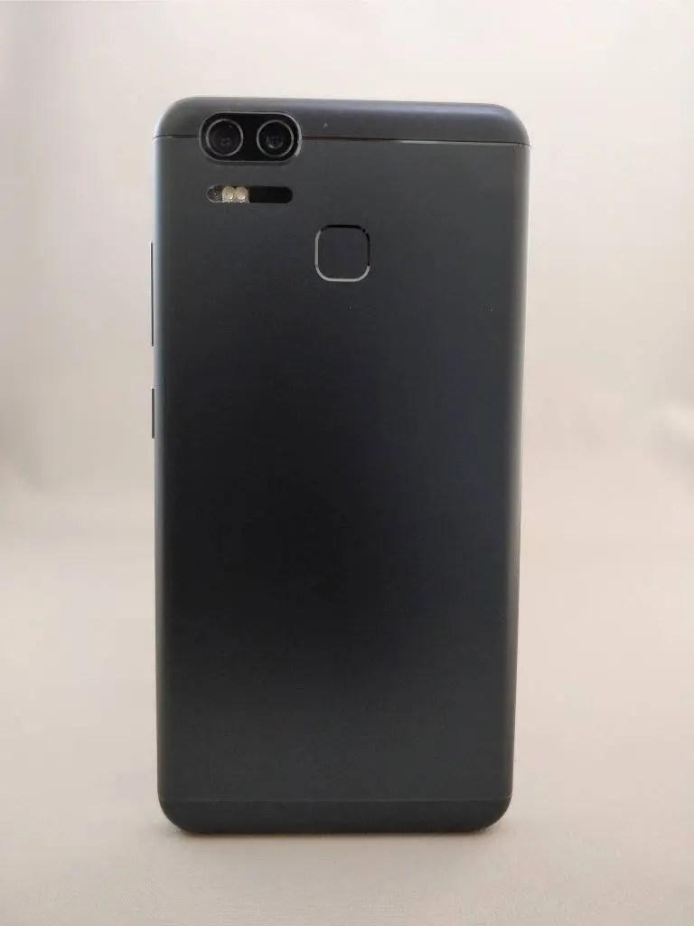 ASUS Zenfone Zoom S 裏8
