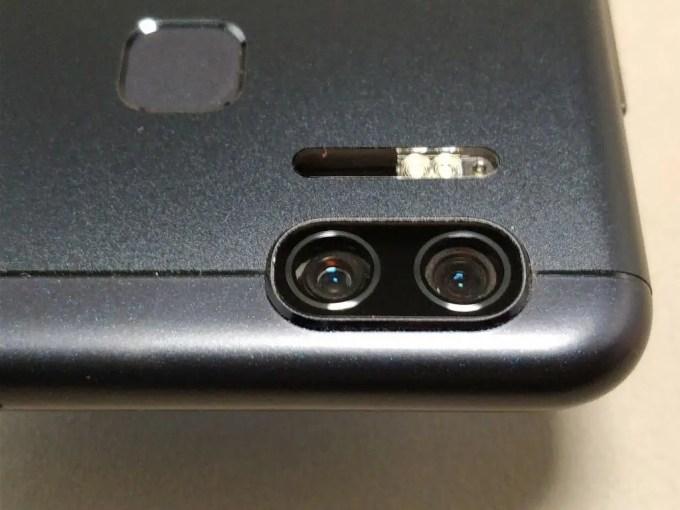 ASUS Zenfone Zoom 裏面 デュアルカメラ
