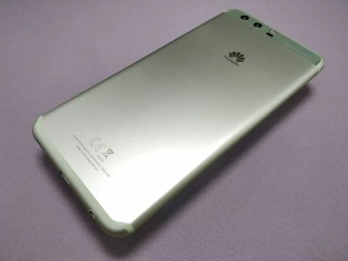 Huawei P10 Plus 裏 斜め