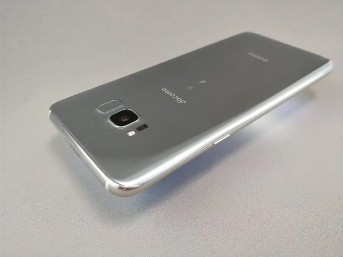 Galaxy S8+ 裏 横 斜め
