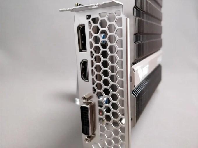 Palit GeForce GTX 1050 Ti KalmX 本体 斜め ポート