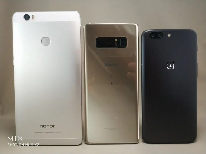 6インチ台16:9Huawei honor note 8 VS 18:9 Galaxy note 8・OnePlus 5Tとサイズ比較 裏