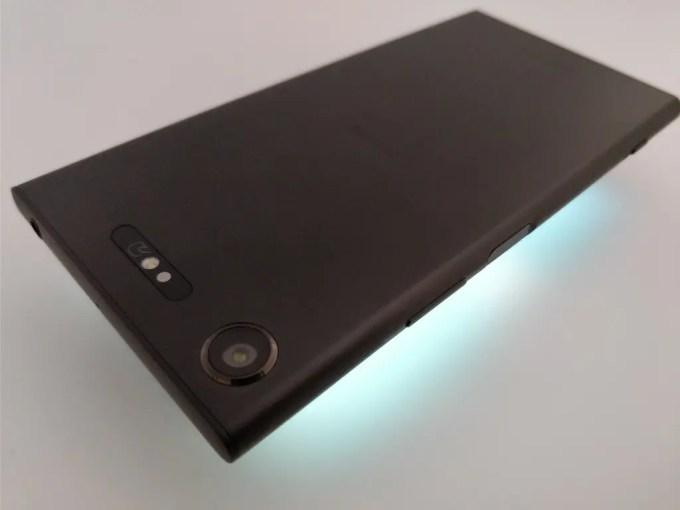 Sony Xperia XZ1 裏 ライトアップ