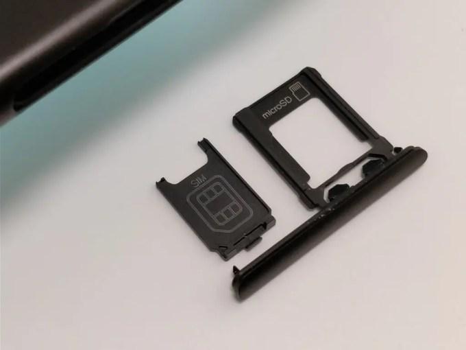 Sony Xperia XZ1 SIMスロット取り出す