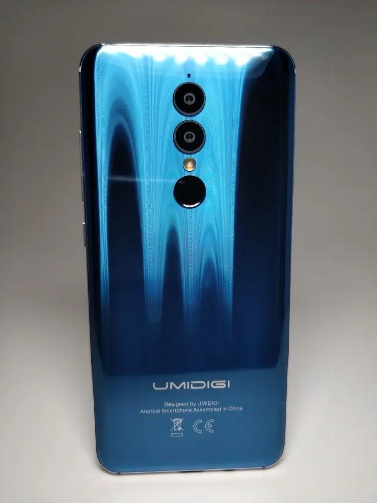 【UMIDIGI A1 Pro 】ベンチマーク・開封 レビュー リアは縦放射状の反射キラキラパネル
