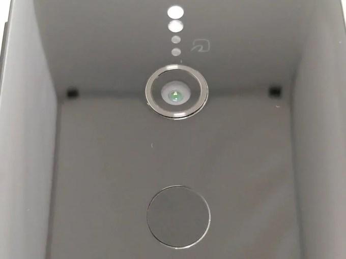 裏面ツルッツルのXperia XZ2 カメラ