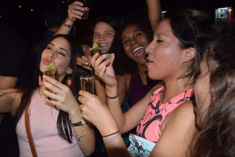 panama bar crawl - ladies night