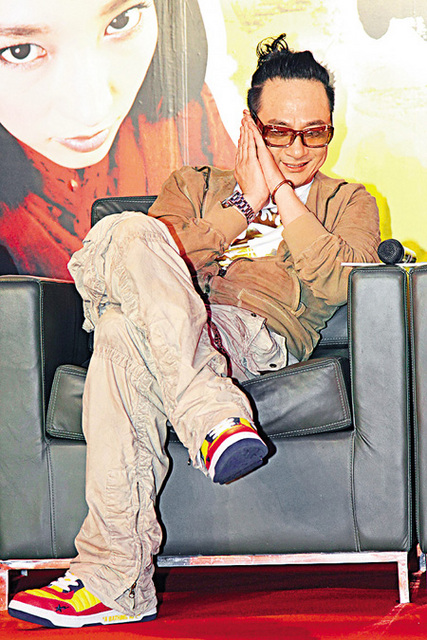 Happy Francis Ng with topknot, Tracing Shadow press conference, June 2009