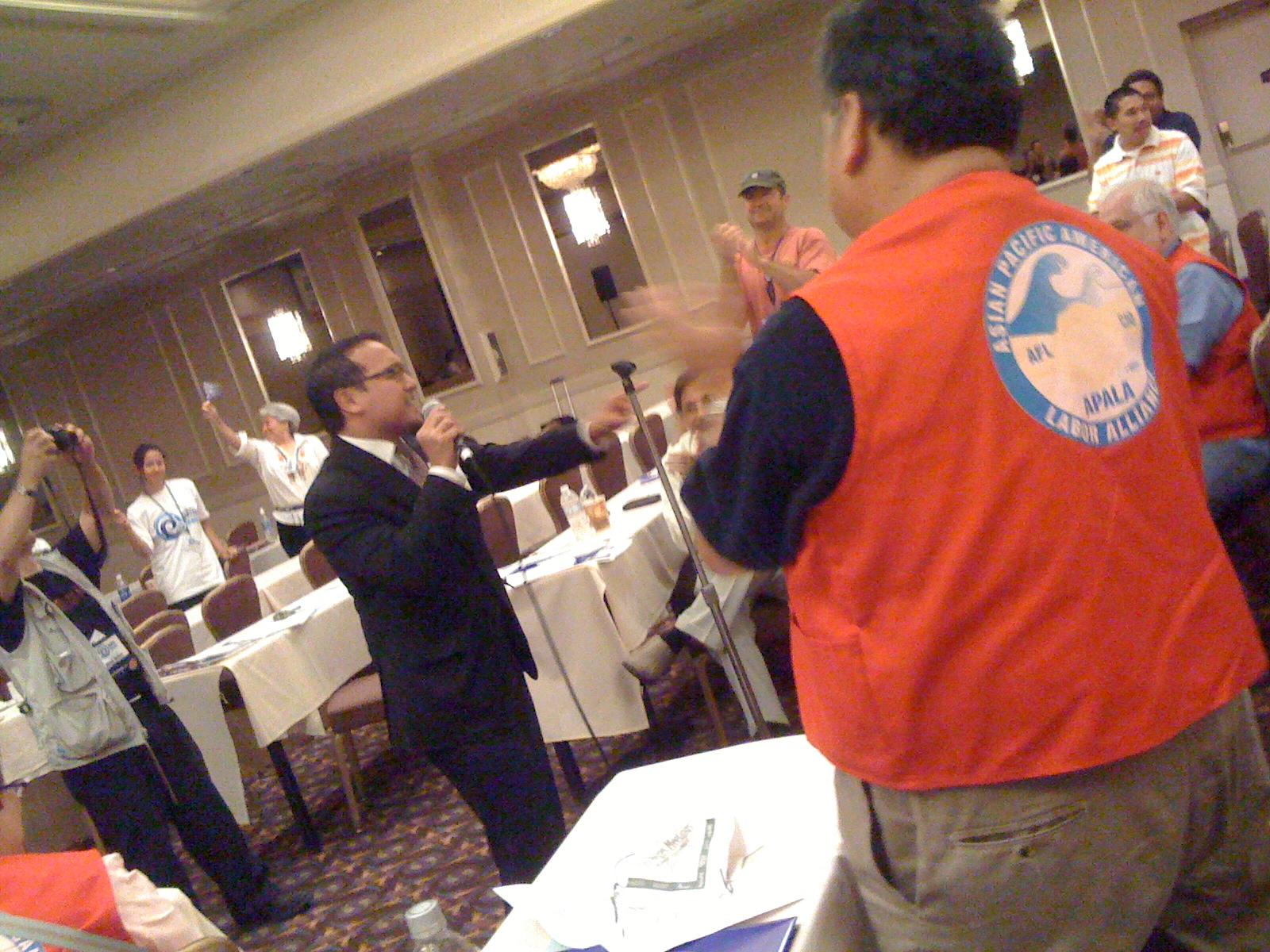 John Delloro brings 'em to their feet, 2009 APALA convention, Las Vegas