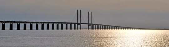 The Bridge to Sweden [By Soerfm (Own work) [CC BY-SA 3.0 (http://creativecommons.org/licenses/by-sa/3.0)], via Wikimedia Commons]