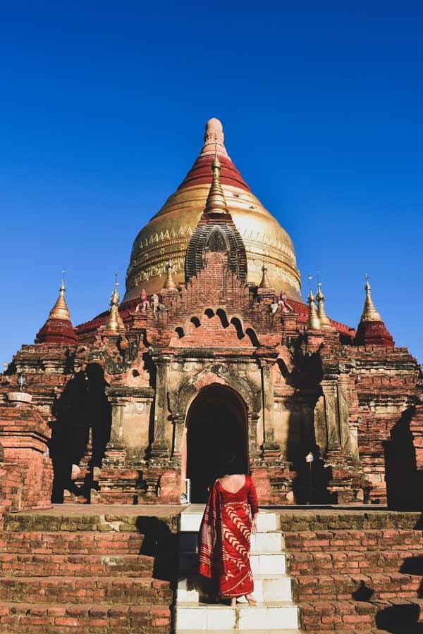 Bagan-Myanmar-beautiful-temple-sunny-day