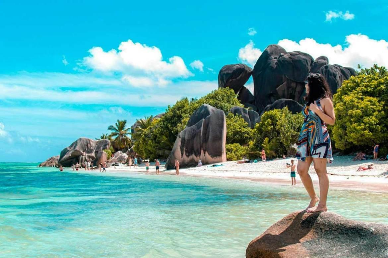 Seychelles-romantic-valentines-day-beautiful-beach-sunny-day