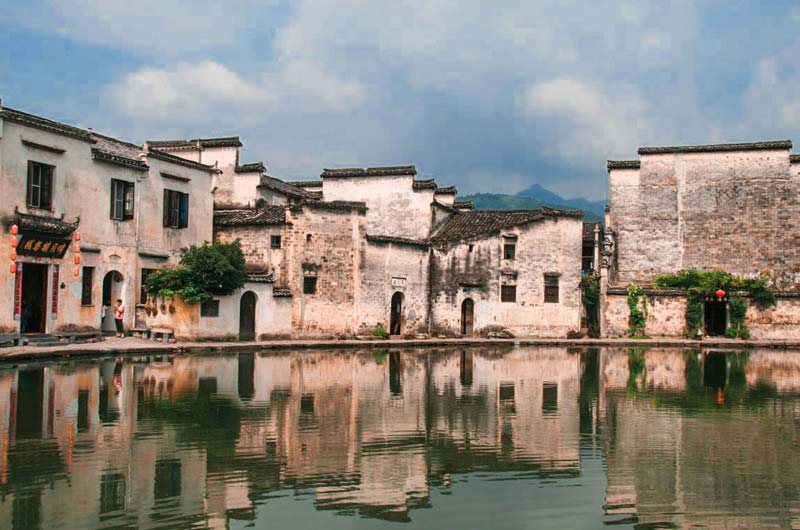 moon-pond-hongcun-anhui-beautiful-palces-in-china